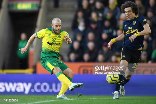 Teemu Pukki of Norwich City scores his team's first goal during the Premier League match between Norwich City and Arsenal FC at Carrow Road on...
