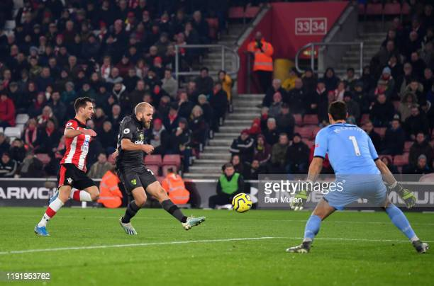 Teemu Pukki of Norwich City scores his team's first goal during the Premier League match between Southampton FC and Norwich City at St Mary's Stadium...