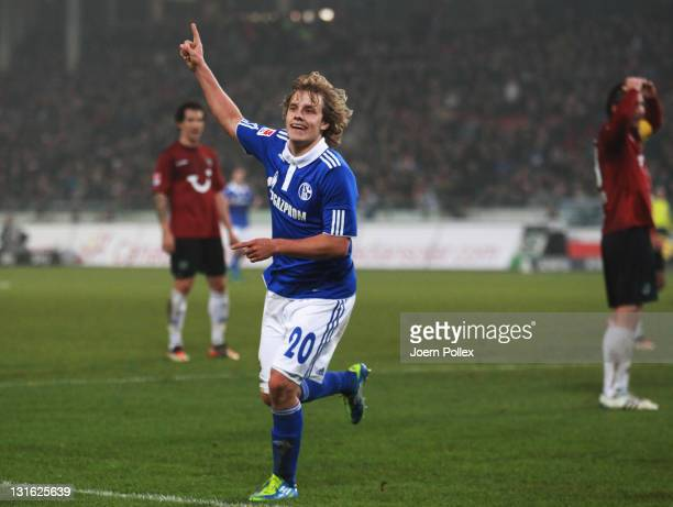 Teemu Pukki of Schalke celebrates with his team mates after scoring his team's second goal during the Bundesliga match between Hannover 96 and FC...