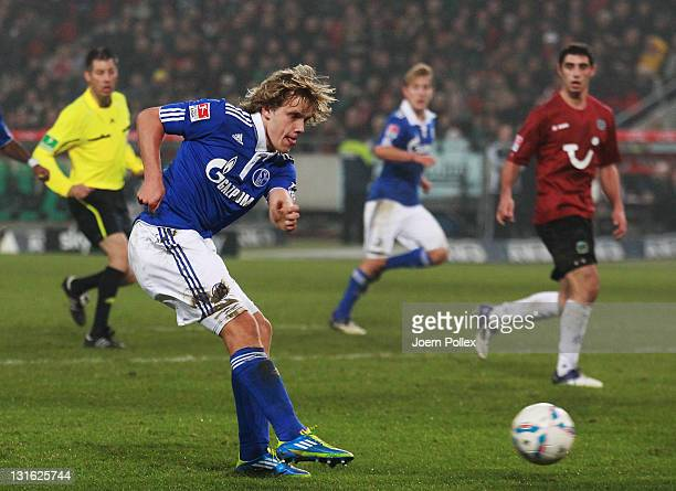 Teemu Pukki of Schalke scores his team's second goal during the Bundesliga match between Hannover 96 and FC Schalke 04 at AWD Arena on November 6,...