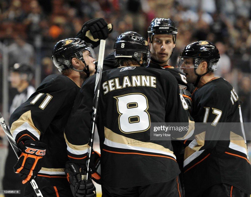Los Angeles Kings v Anaheim Ducks : News Photo