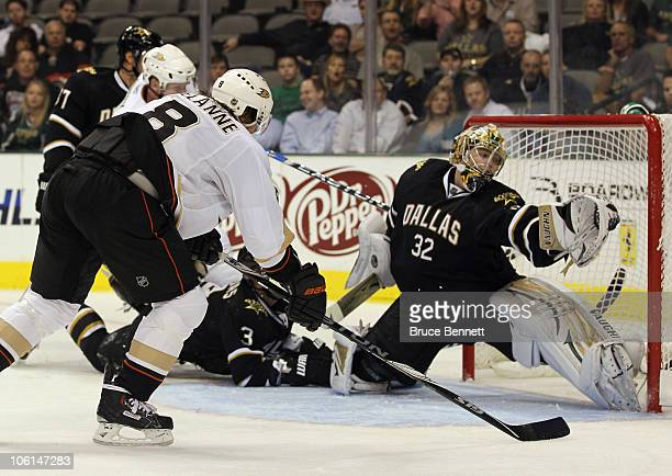 Teemu Selanne of the Anaheim Ducks scores a third period goal against Kari Lehtonen of the Dallas Stars at the American Airlines Center on October...