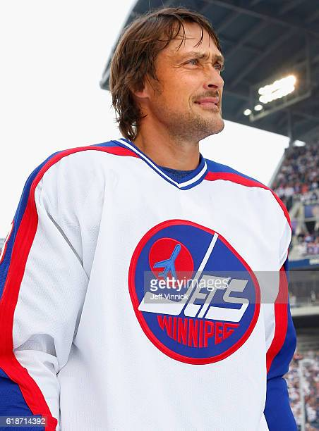 Teemu Selanne of the Winnipeg Jets alumni team stands on the blue line during team introductions for the 2016 Tim Hortons NHL Heritage Classic Alumni...