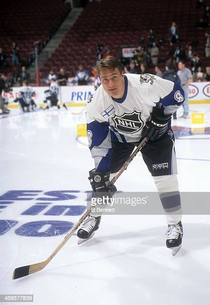 Teemu Selanne of the World and Mighty Ducks of Anaheim poses for a portrait before the 1998 48th NHL AllStar Game against North America on January 18...