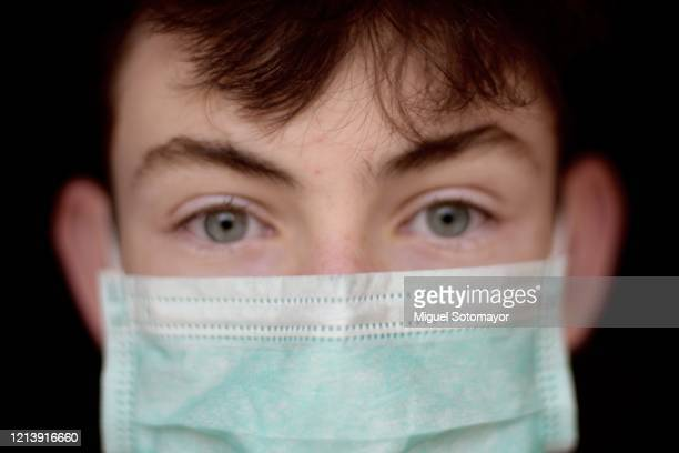 teen boy wearing face mask - face masks imagens e fotografias de stock