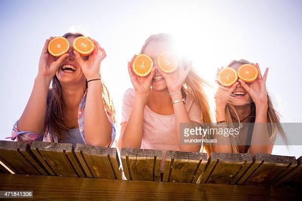 Teen girl ながら、ご友人とオレンジの目