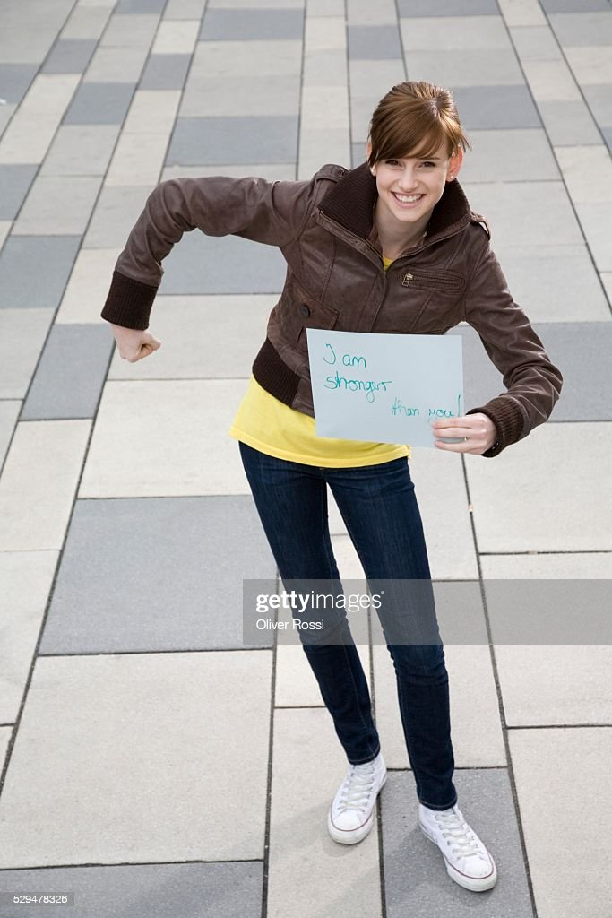 Teen girl holding sign : Bildbanksbilder