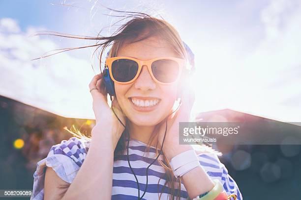 Adolescente Chica escuchar música