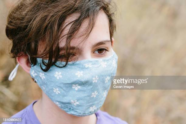 teen girl with short hair wearing a face mask during the pandemic - thousand oaks stock pictures, royalty-free photos & images