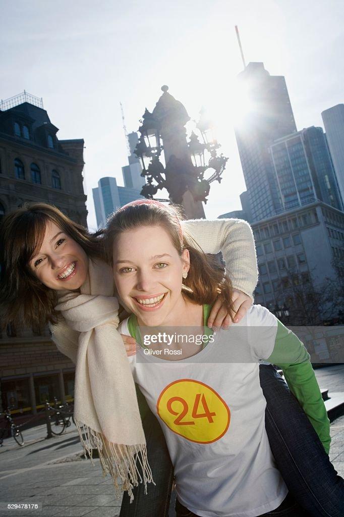 Teen girls in city : ストックフォト