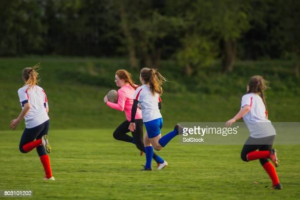 Teen Mädchen ein Spiel von Rugby