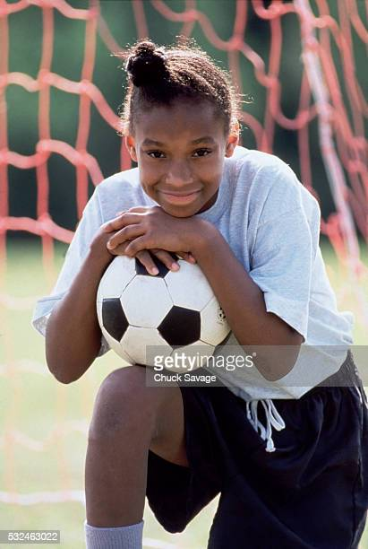 teen soccer player - black photos et images de collection