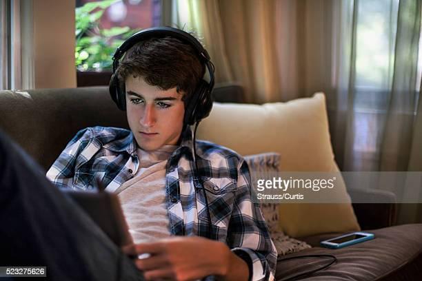 teen watching video - klaverin och tangentinstrument bildbanksfoton och bilder