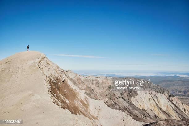 teenage boy enjoying view into crater from top of mt st helens - paisajes de st thomas fotografías e imágenes de stock
