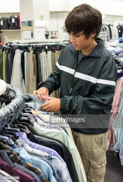 Ragazzo adolescente lo shopping