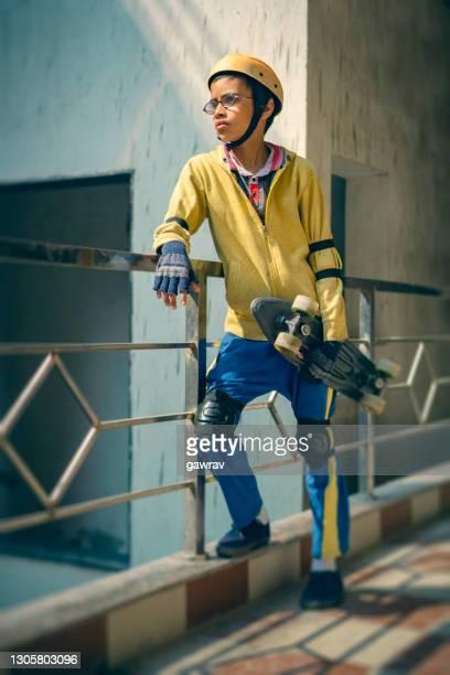 teenage boy with skateboard. - caneleira roupa desportiva de proteção imagens e fotografias de stock
