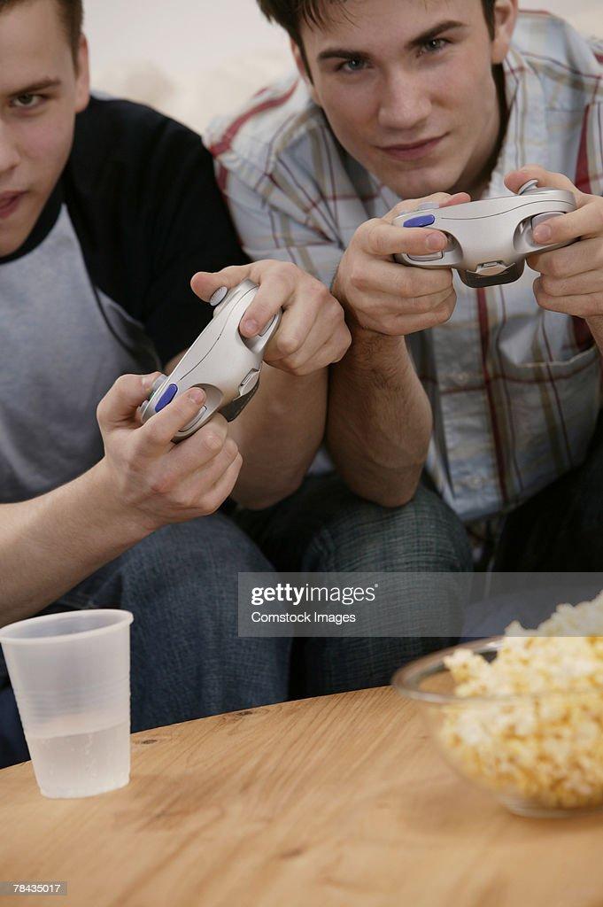 Teenage boys playing videogames : Stockfoto
