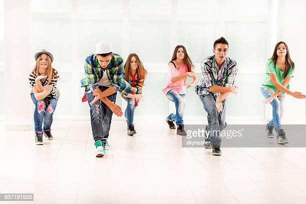 Teenage bailarines de baile.