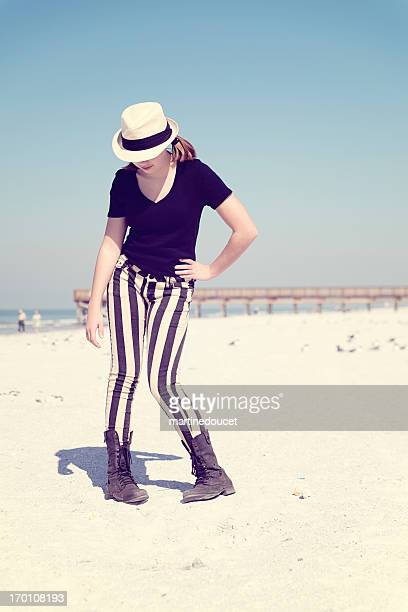 Teenager Mode am Strand, vertikal.