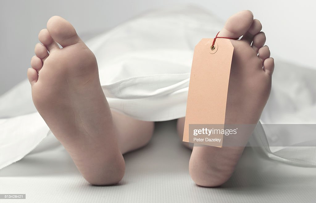 Teenage feet in morgue with copy space : Stock Photo