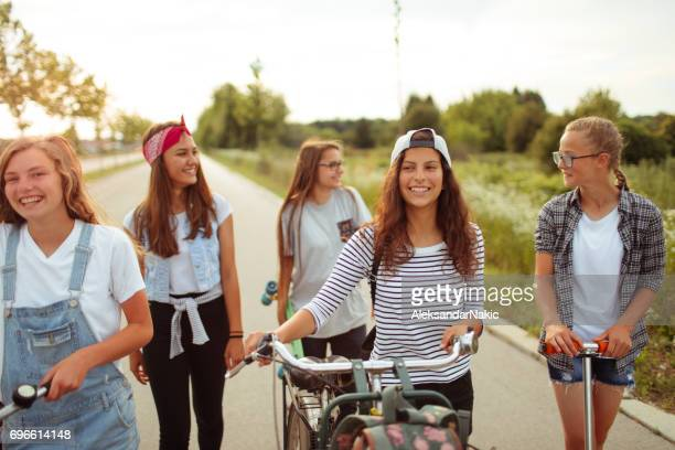 teenage friendship - only teenage girls stock pictures, royalty-free photos & images