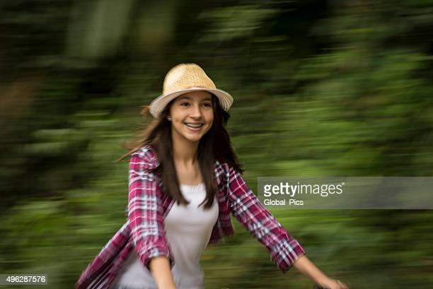 Teenager-Mädchen und Fahrräder