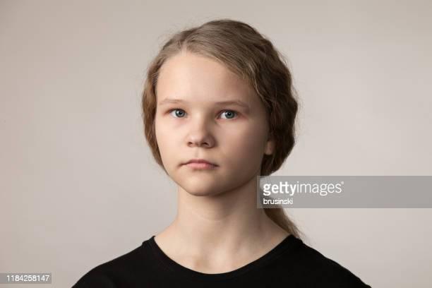 十代の女の子クローズアップスタジオの肖像画 - teenage girls ストックフォトと画像
