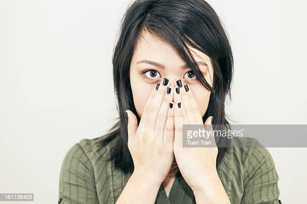 teenage girl covering her face with her hands - 黒のネイル ストックフォトと画像