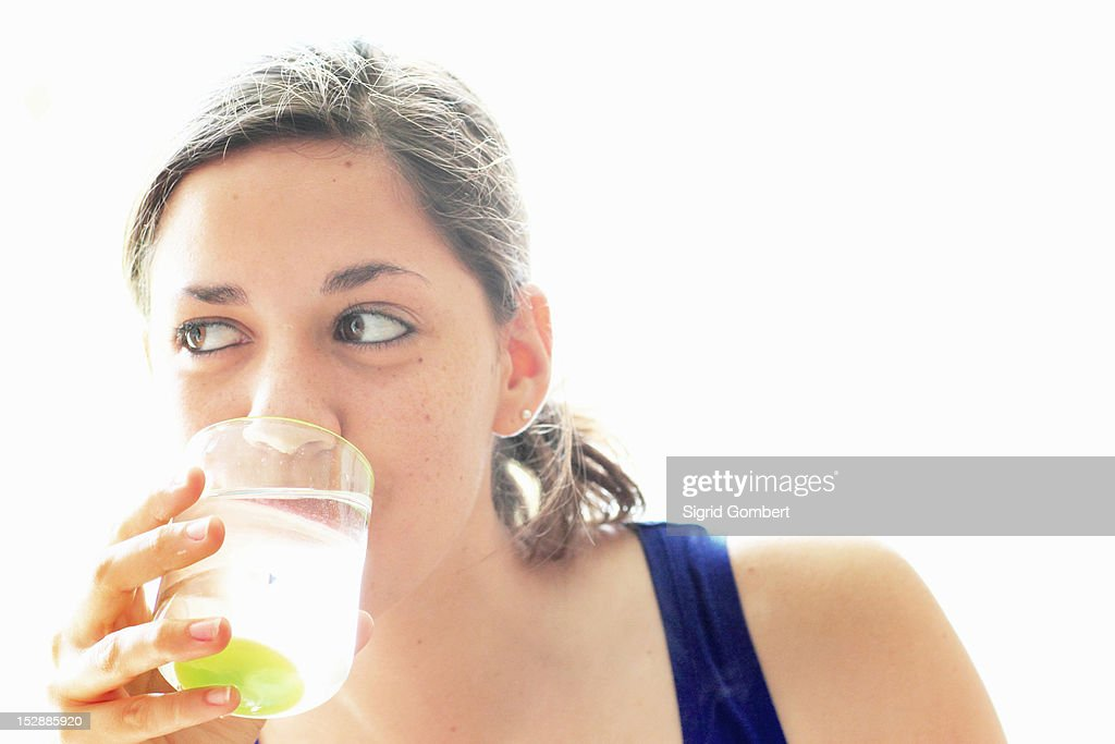 Teenage girl drinking water : Stock-Foto