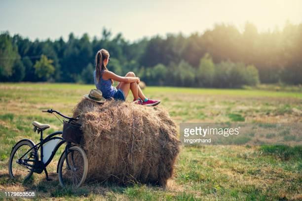 teenage girl enjoying break during bike trip - polónia imagens e fotografias de stock