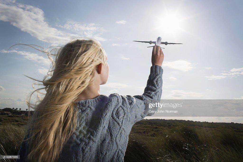 Teenage girl holding model aeroplane : Stock-Foto
