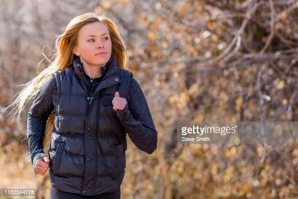 teenage girl jogging - ärmellos stock-fotos und bilder