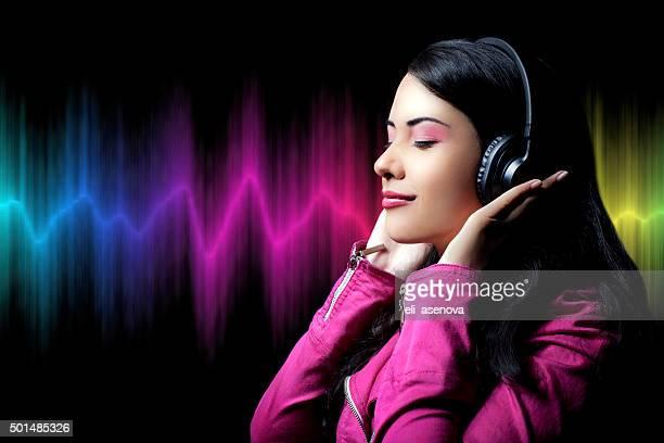 ragazza adolescente ascolto musica - gol di pareggio foto e immagini stock