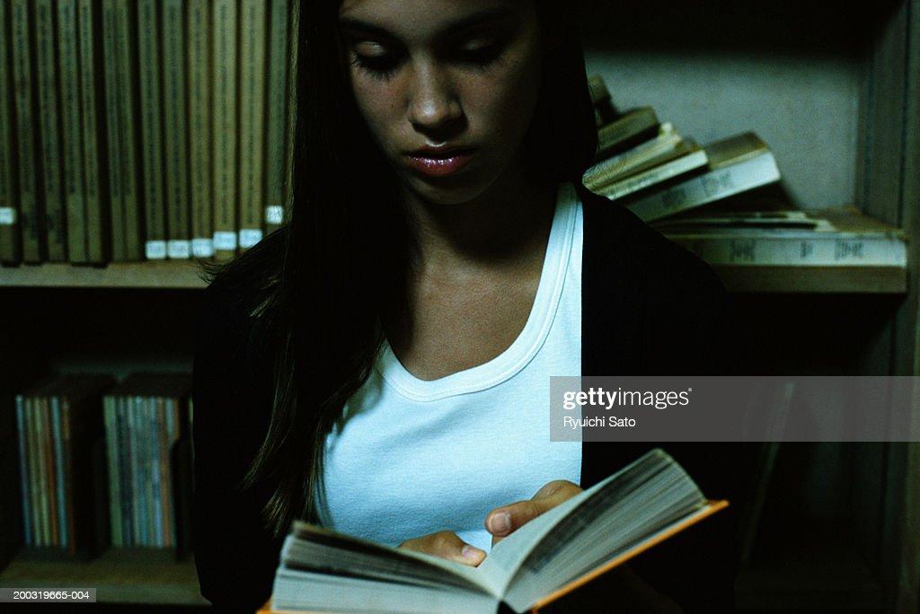 schöne Teenager-Aktegroßes schwarzes Pusy-Bild