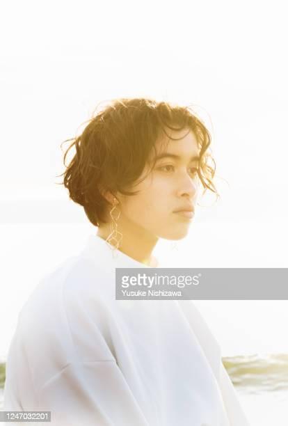 a teenage girl staring into the distance - yusuke nishizawa bildbanksfoton och bilder