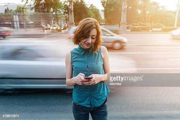 Adolescente messagerie sur téléphone portable