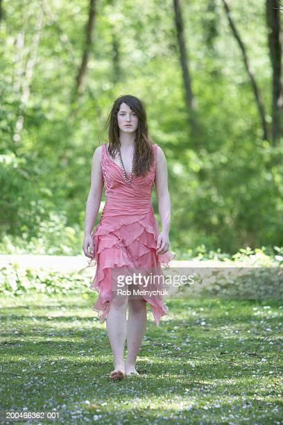 teenage girl (15-17) walking across lawn, spring, portrait - une seule adolescente photos et images de collection