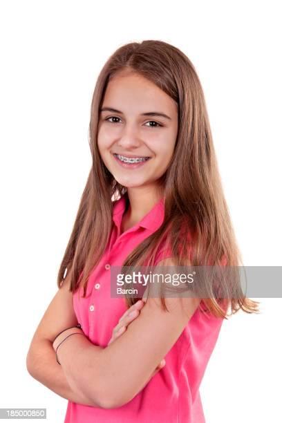 Ragazza adolescente con bretelle