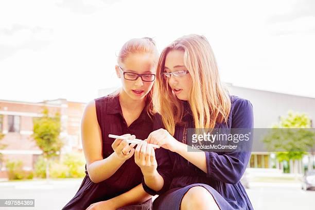 10 代の少女がわかれば、電子タバコ