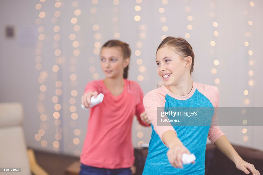 Teenage girls learning STEM subjects together : Stock Photo