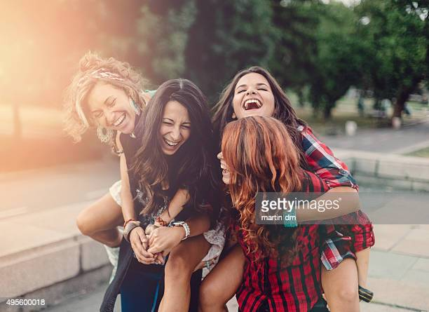 Teenage girls mixto al aire libre