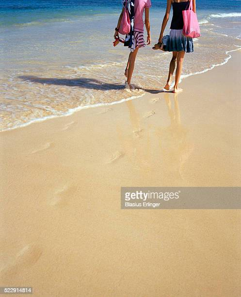 teenage girls walking on the beach - blasius erlinger stock pictures, royalty-free photos & images