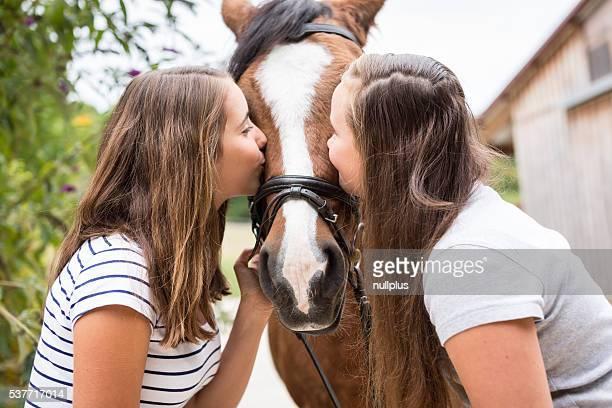 Teenager-Mädchen mit Pony