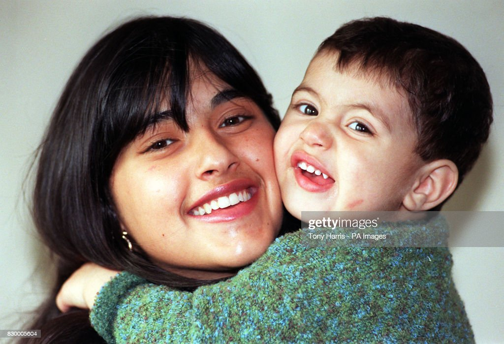 Teenage Mum 18 Year Old Mya Elmalem Pictured With Her Son
