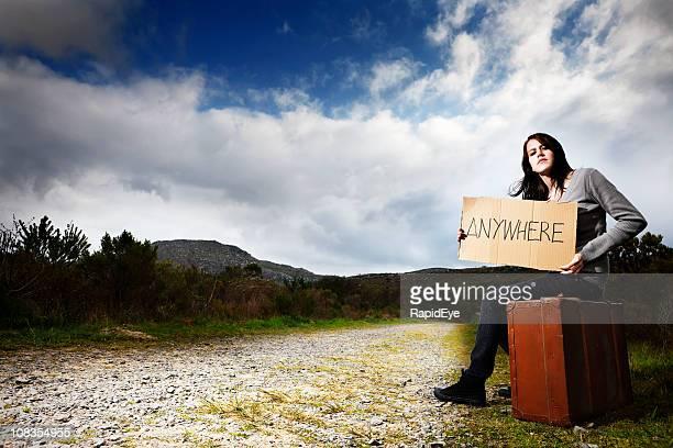 Teenaged fille «auto-stop»/Fugueur veut être «N'importe où, mais ici!