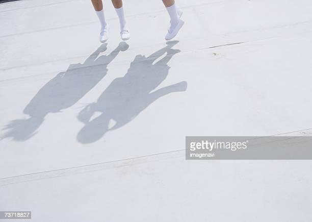 teenagegirls feet - 14歳から15歳 ストックフォトと画像