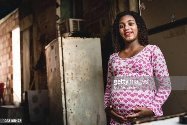 brasileña adolescente embarazada - reportaje imágenes fotografías e imágenes de stock