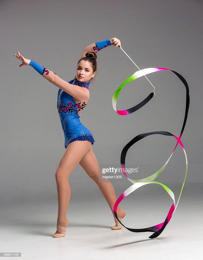 Adolescente haciendo gimnasia baile con cinta : Foto de stock