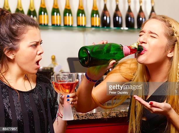 teenager drinking champagne from bottle - fragilità foto e immagini stock