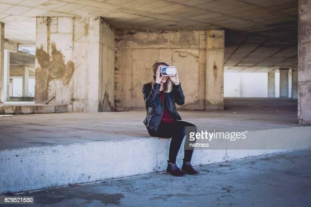Teenager genießen eine virtual-Reality-Spiel